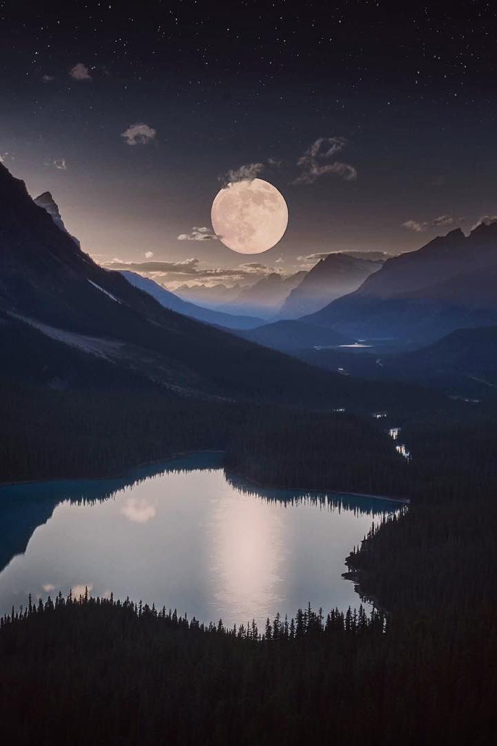 peyto-lake-full-moon-banff-canada